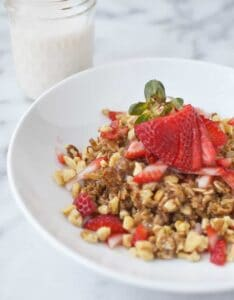 The BEST breakfast to serve to company! Easy oatmeal casserole with walnuts and fresh berries! Vegan & Gluten-Free! | www.delishknowledge.com