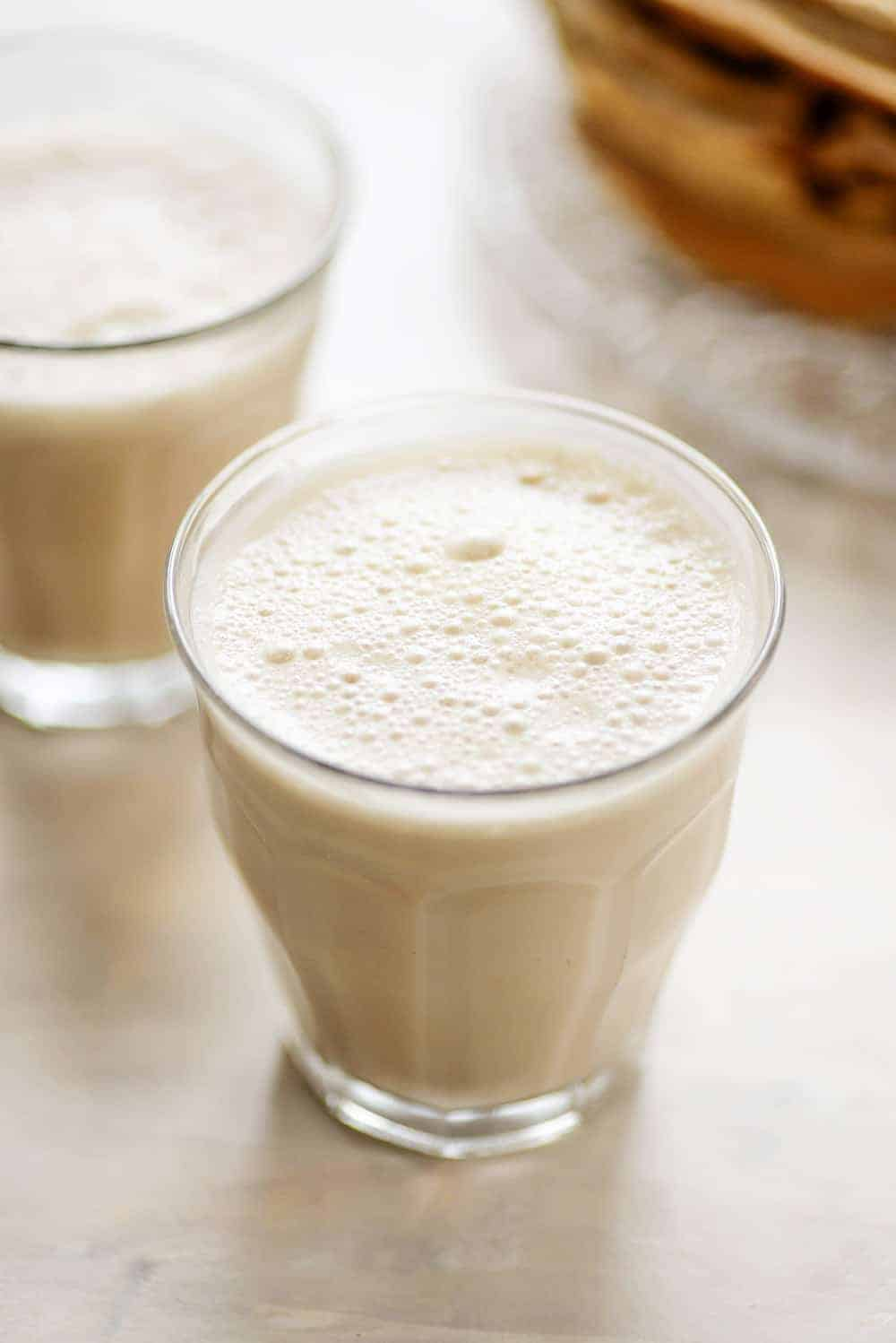 chai tea latte with dairy-free cashews
