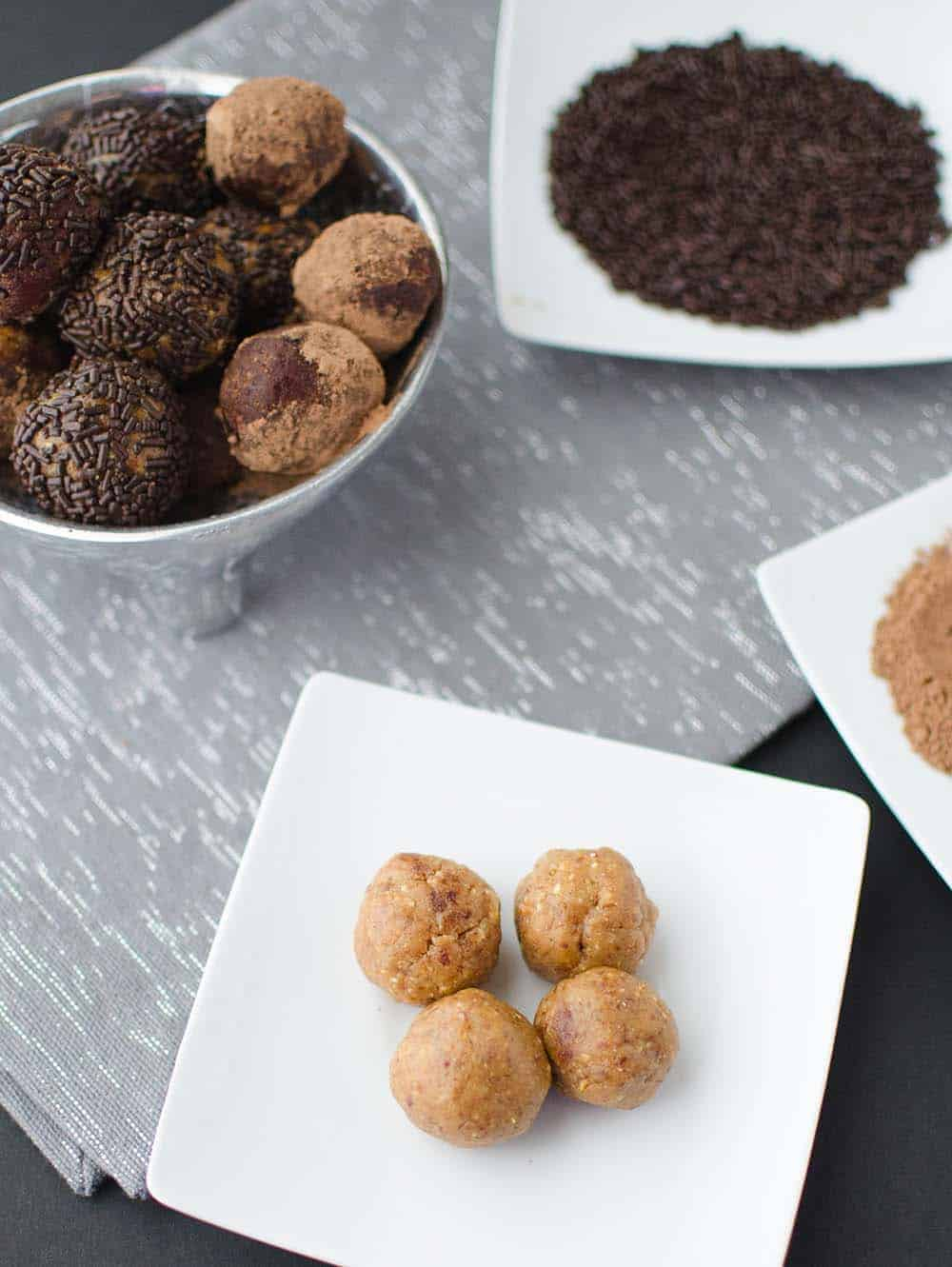 Naturally sweetened chocolate peanut butter truffles! Taste like peanut butter cookie dough but so much healthier and only 4 ingredients. Vegan & gluten-free | www.delishknowledge.com