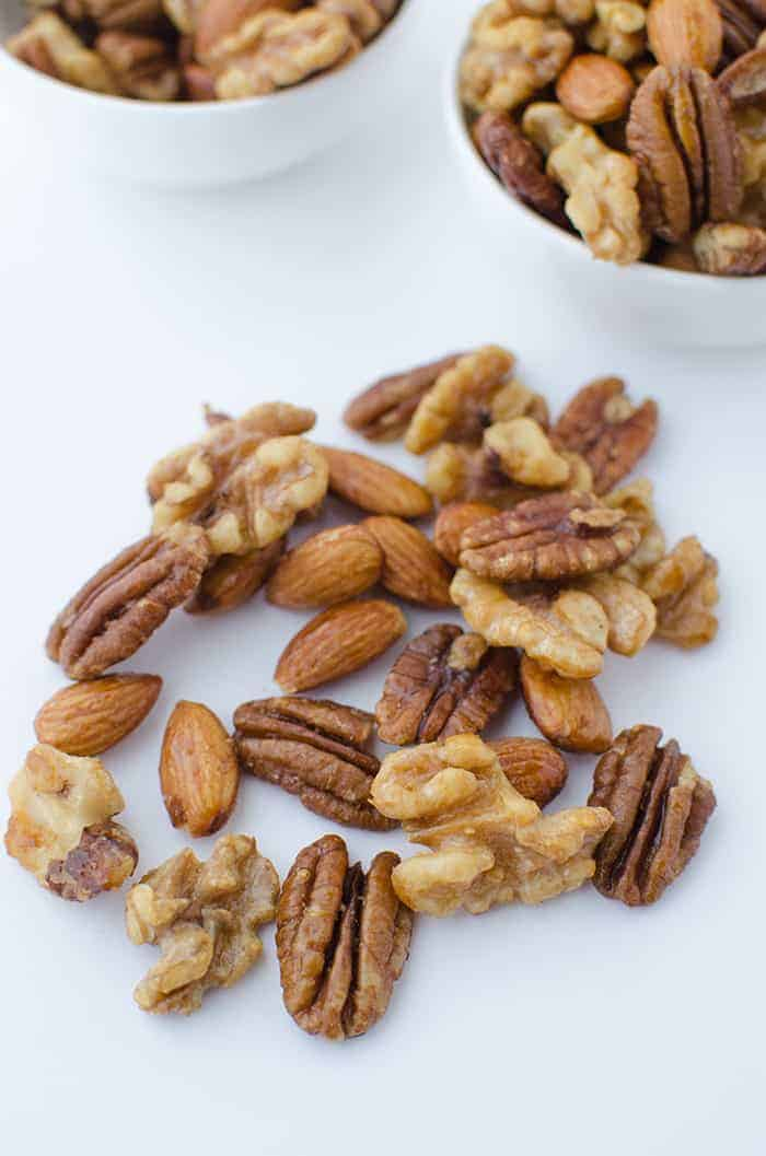 Perfect hostess gift and healthy snack! Espresso Glazed Mixed Nuts! Just a handful of ingredients, ready in 30 minutes. #vegan and #glutenfree | www.delishknowledge.com