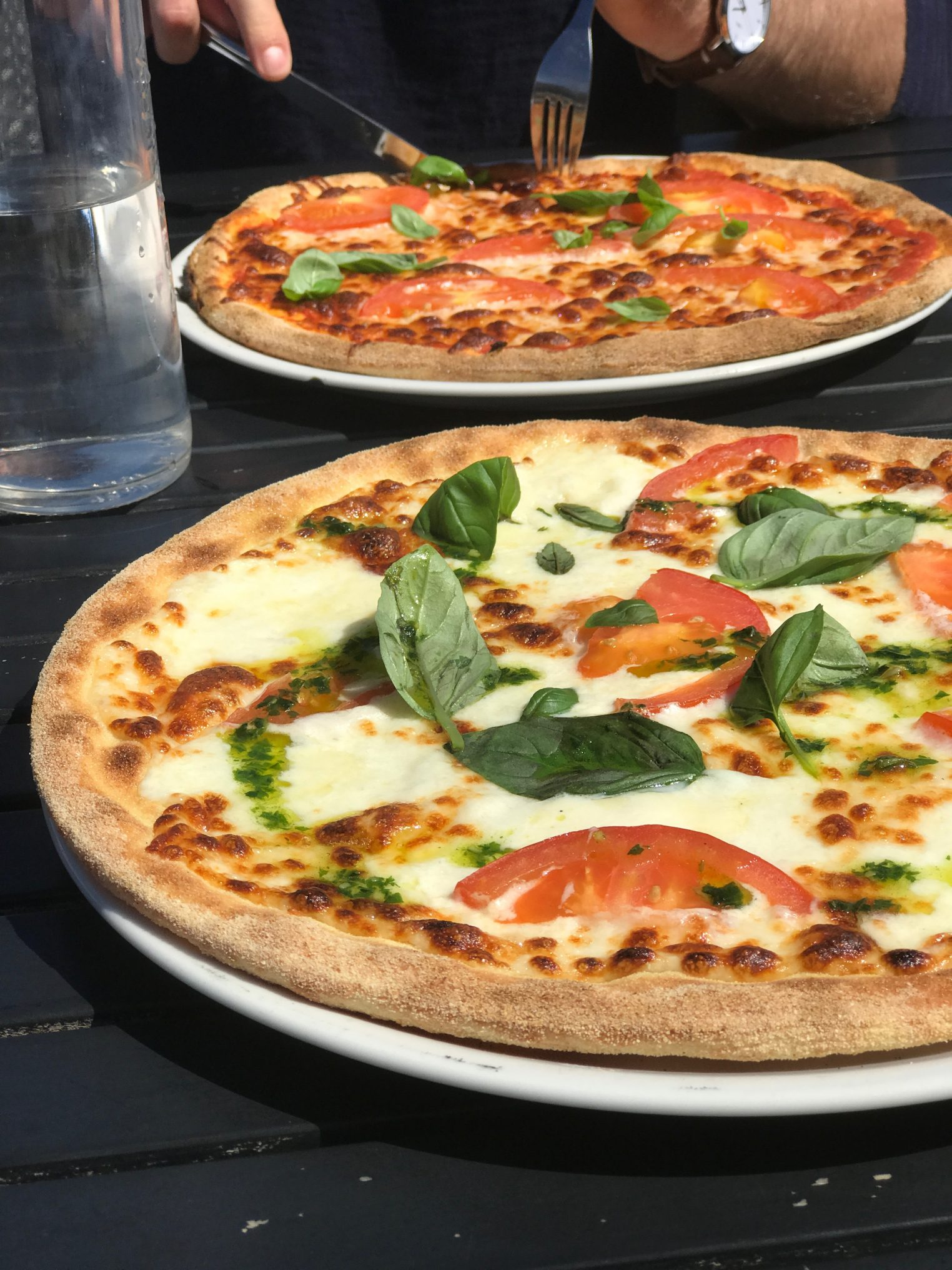 We stumbled upon this pizza joint in Tisvilde and wasn't sure what to expect. OMG. That basil drizzle ontop of the hot pizza was so delicious. Thank you Cafe Maya!