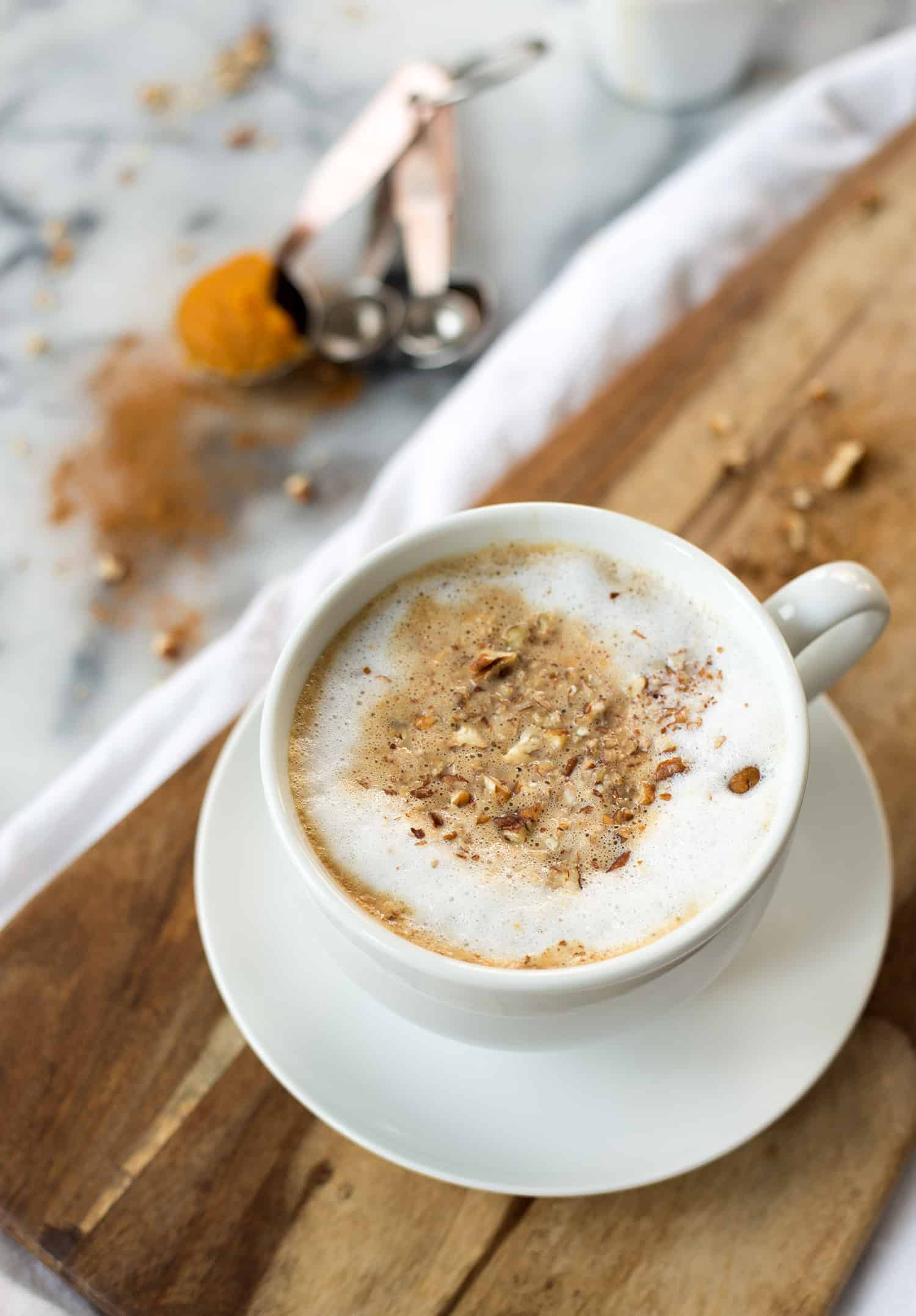 Pumpkin Oatmeal Latte! You've gotta try this breakfast and coffee combo. Pumpkin latte with rolled oats, so delicious and perfect for Fall. | www.delishknowledge.com