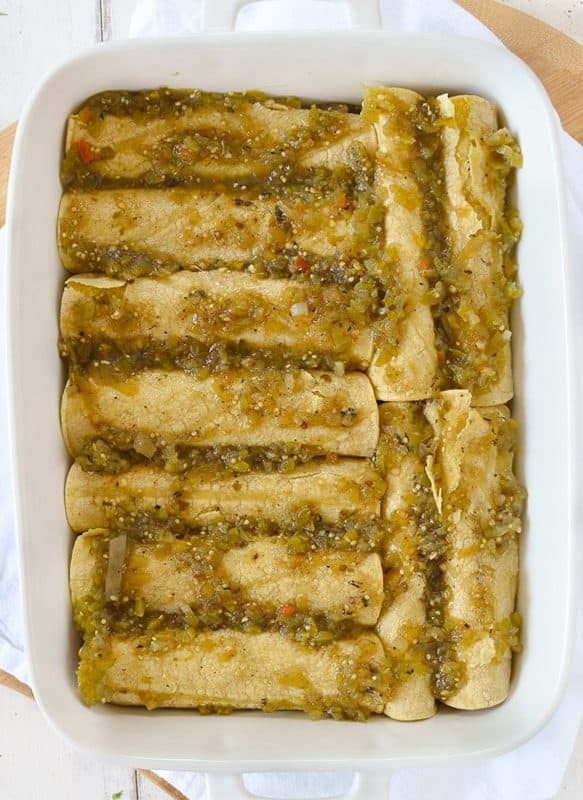Quinoa Black Bean Enchiladas! Packed with healthy #plantbased protein. | www.delishknowledge.com