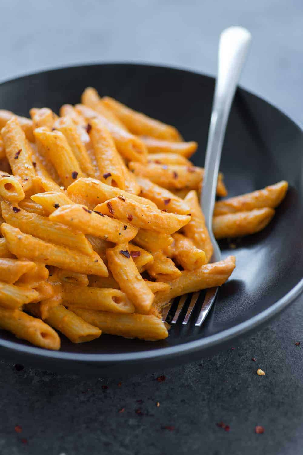 vegan pasta with roasted red pepper sauce
