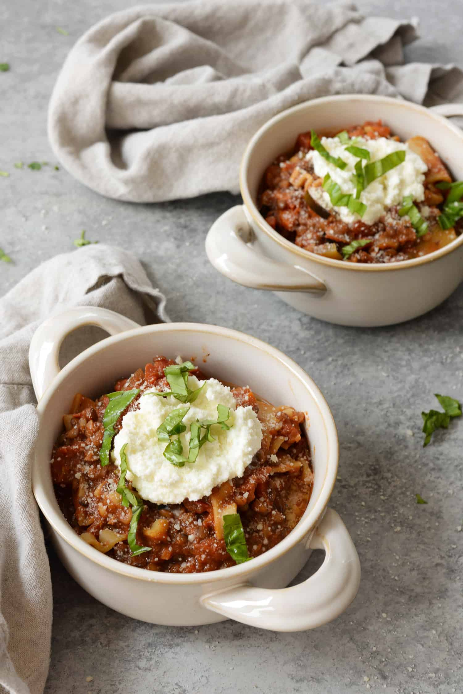 Slow Cooker Lentil Lasagna Soup! You will love this hearty, healthy slow-cooker lasagna soup made vegetarian with lentils. Easily vegan using dairy-free ricotta. | www.delishknowledge.com