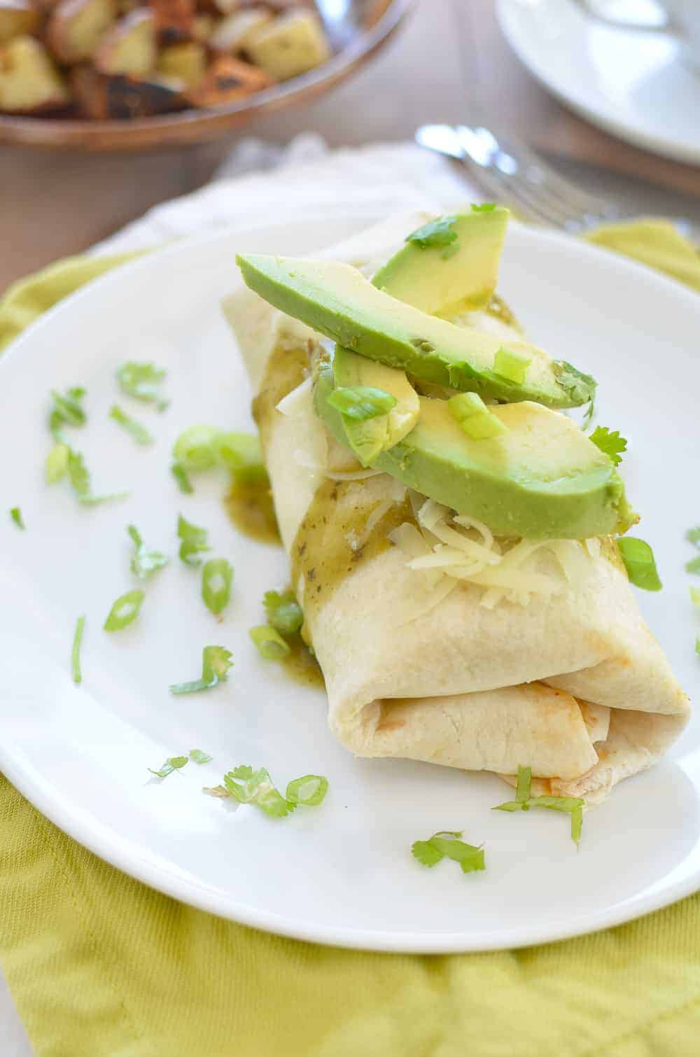 Slow Cooker Breakfast Burritos! Make it at night for a healthy breakfast in the morning. These are #vegetarian, easily #vegan and so delicious! Save this for weekend entertaining for houseguests!  www.delishknowledge.com