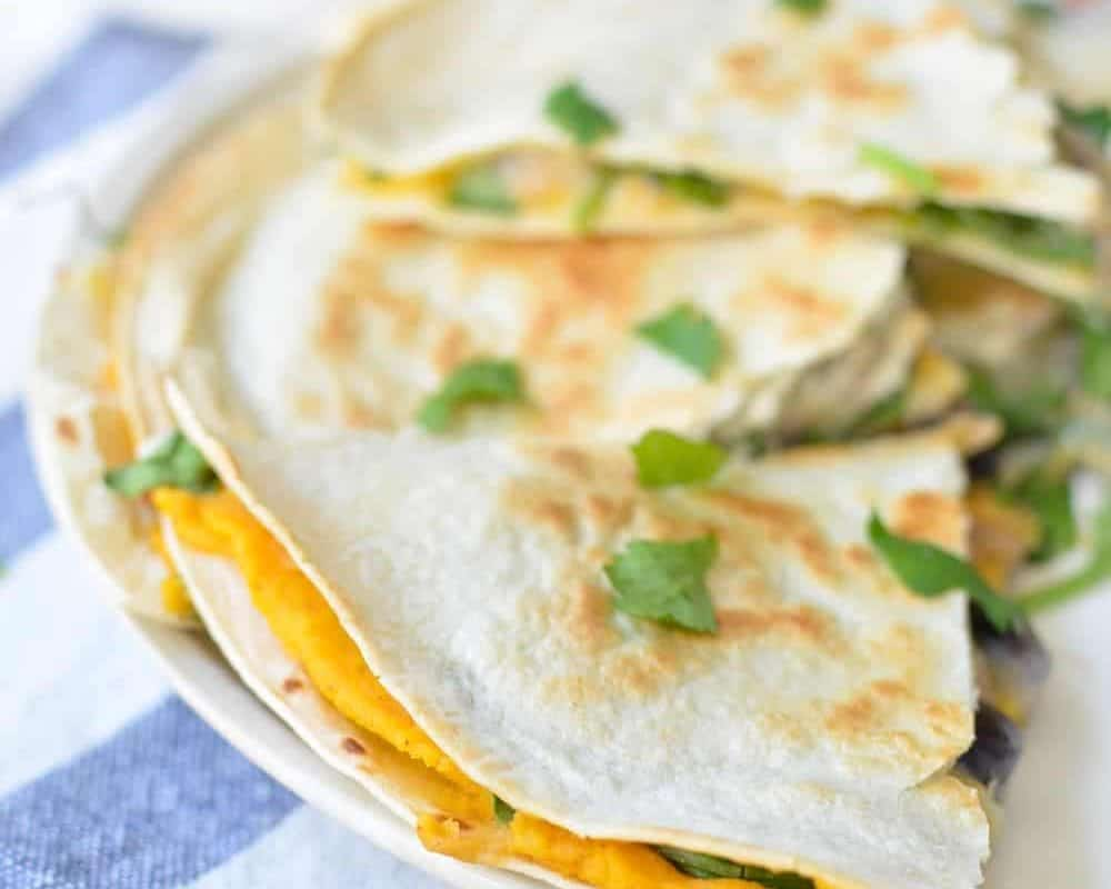 Sweet Potato Hummus Quesadilla! Homemade sweet potato hummus with black beans, arugula, and pepperjack cheese. Easy dinner that's ready in 10 minutes. | www.delishknowledge.com