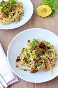 Tempeh Bacon Carbonara! Creamy cauliflower sauce with whole wheat pasta and homemade tempeh bacon! Such a healthy, low-fat recipe that taste like the creamiest pasta you've ever had! Vegan | www.delishknowledge.com