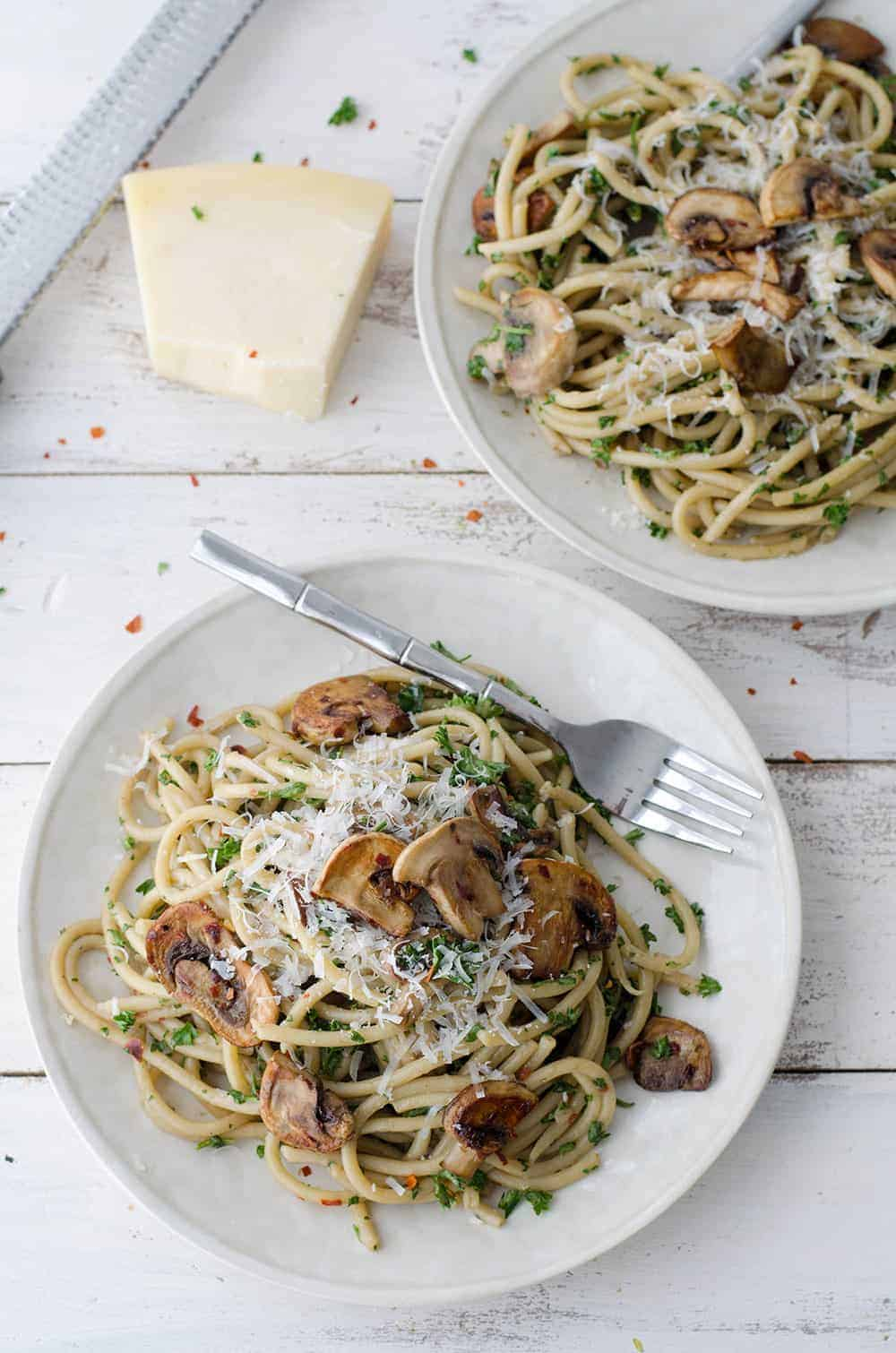 BEST creamy mushroom pasta! Made with a secret ingredient, this pasta ...