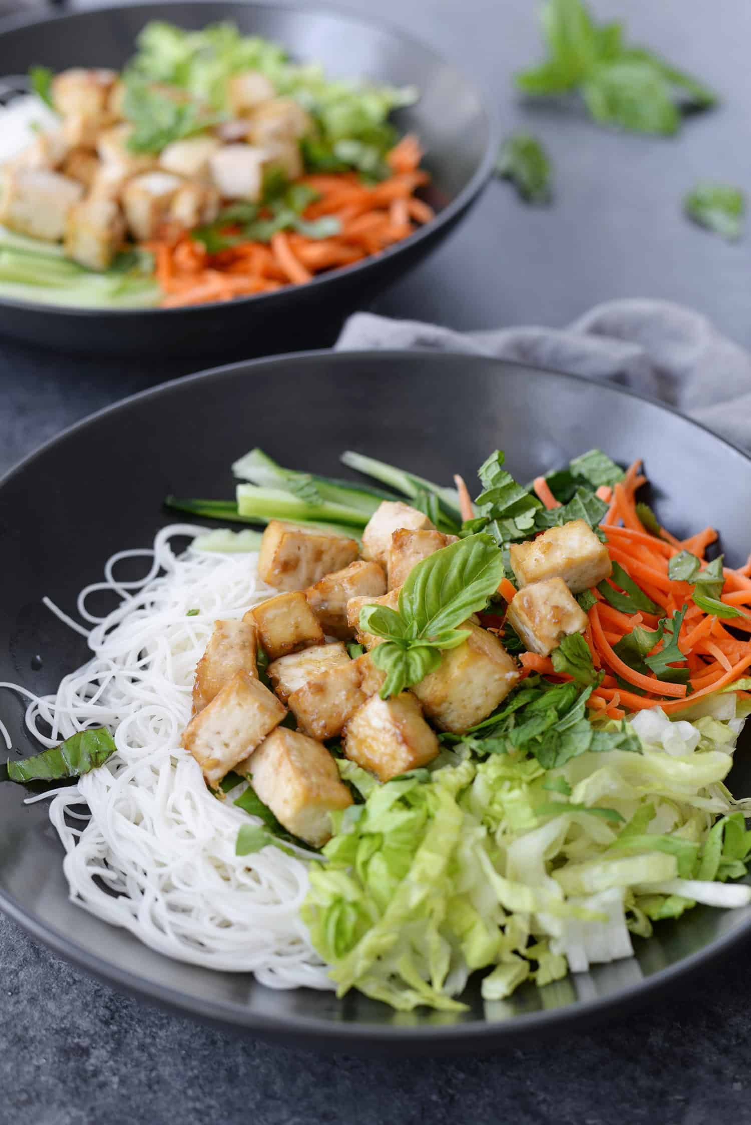Vietnamese Spring Roll Salad! Just like spring rolls with a fraction of the work. If you love vermicelli bowls at Vietnamese restaurants, you've gotta try this gluten-free and vegan version. | www.delishknowledge.com