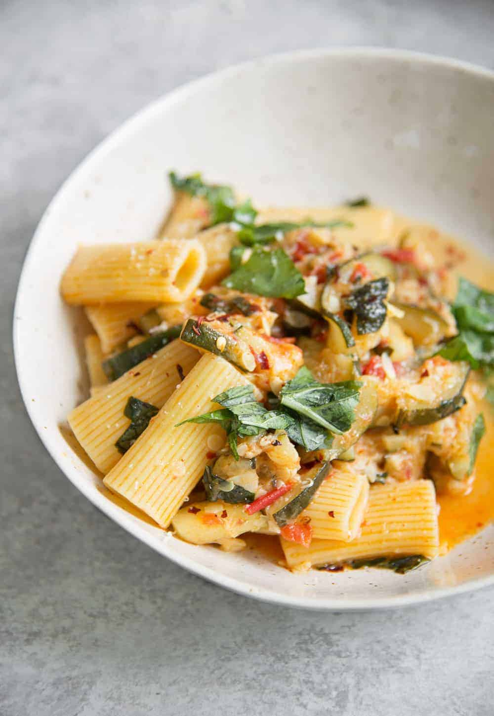pasta with zucchini, tomatoes and basil