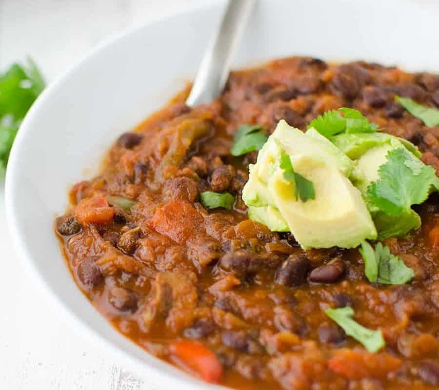 Black Bean & Beer Chili! A hearty vegetarian chili loaded with mushrooms, beans, peppers and simmered in a tangy beer sauce. Vegan and Gluten-free  www.delishknowledge.com