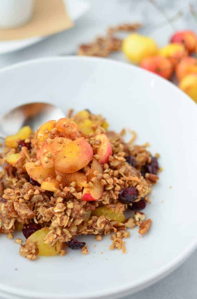 Oatmeal that tastes like Cherry Pie! A hearty, nutrient rich breakfast for only 300 calories. #vegan and #glutenfree