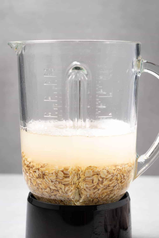 oat milk ingredients in blender