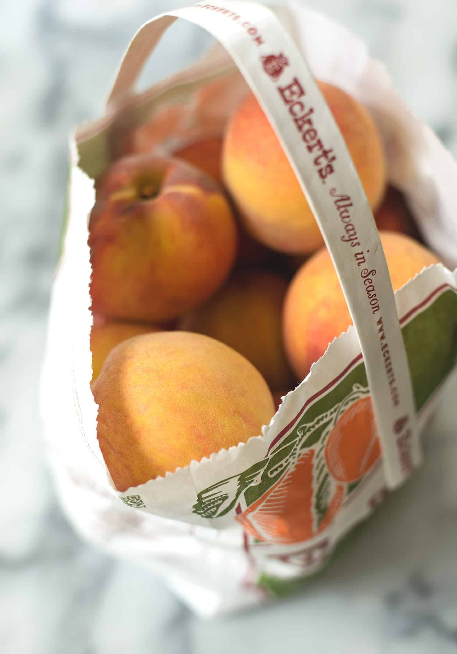 Peach Pie Bars! The perfect way to enjoy ripe peaches. Vegan and easily gluten-free. | www.delishknowledge.com