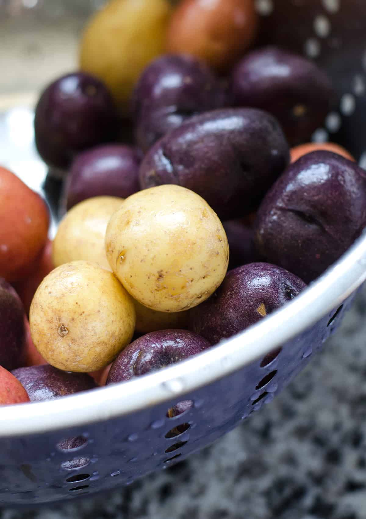 Red, White and Blue Potato Salad! Ready in just 15 minutes! Vegan and Gluten-Free. Little creamer potatoes tossed in a tangy herb dressing. Perfect for summer BBQs, Picnics and Cookouts!   www.delishknowledge.com