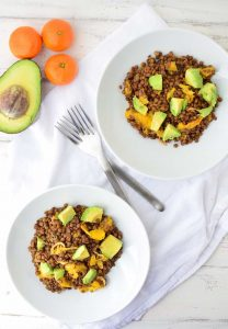 Who says lentils are boring!? Not these! A twist on traditional lentil salad! French lentils cooked in orange juice topped with roasted oranges, shallots and creamy avocado. #vegan and #lglutenfree | www.delishknowledge.com