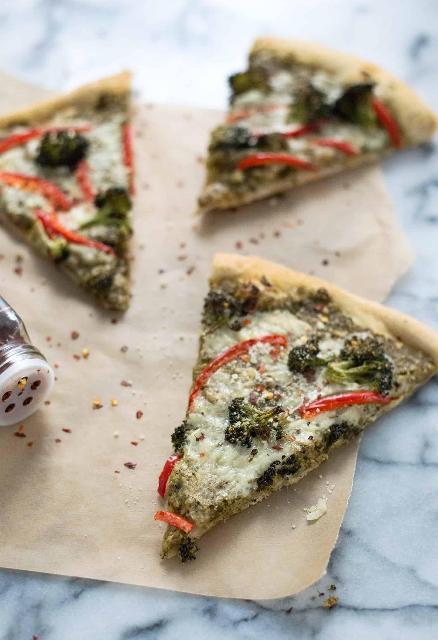 Roasted Broccoli Pesto Pizza! Roasted broccoli pesto, roasted broccoli, peppers, and fontina cheese. So, so yummy! Vegetarian | www.delishknowledge.com
