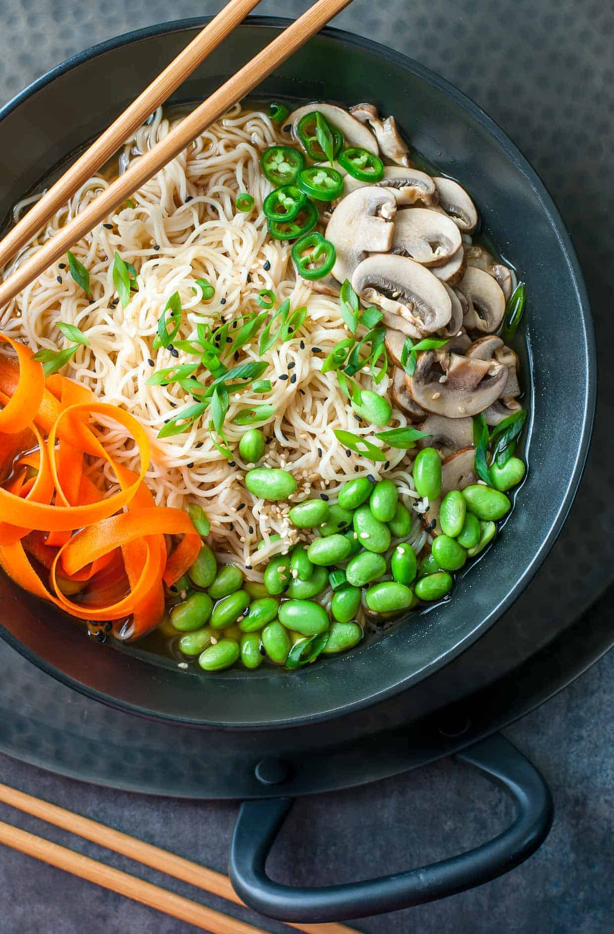 Healthy Weeknight Recipes- mostly 30 minutes are less! Want a healthy, quick weeknight meal? Enjoy this round-up of 30+ vegetarian, mostly vegan, recipes.   www.delishknowledge.com