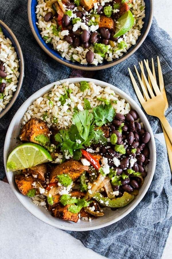Healthy Weeknight Recipes- mostly 30 minutes are less! Want a healthy, quick weeknight meal? Enjoy this round-up of 30+ vegetarian, mostly vegan, recipes. | www.delishknowledge.com