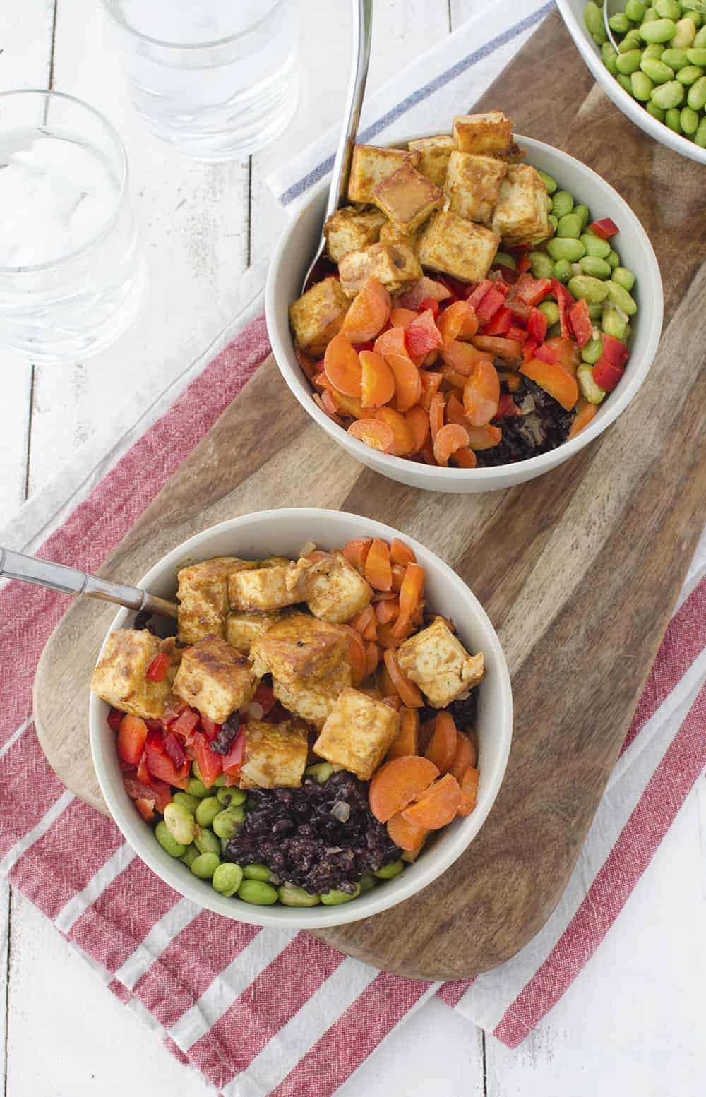 Thai Coconut Buddha Bowls! The best thai tofu with black rice, edamame, carrots, vegetables and a peanut-thai sauce! Vegan and Gluten-Free | www.delishknowledge.com