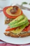 White Bean Tomato Avocado Toasts! These vegan toasts are so easy- ready in less than 10 minutes! Perfect high-protein lunch or dinner. #summer #vegan #vegetarian #lunch | www.delishknowledge.com
